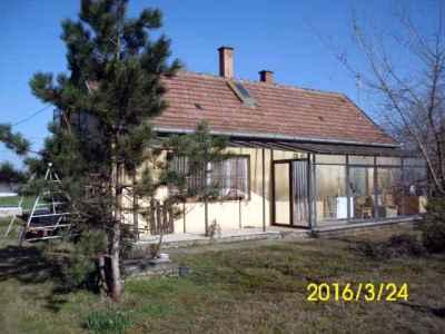 Ház az Alsóöregszőlőkben, melléképületekkel