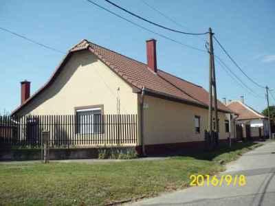 Külön bejáratos családi ház a Vadkerti úton