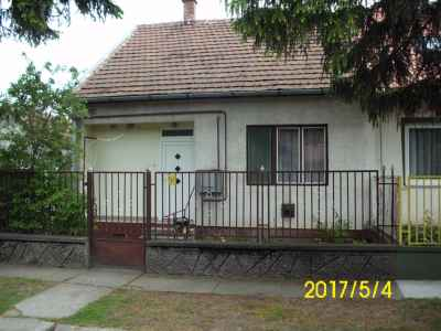 Ház a Cserepes utcában, lakható melléképülettel