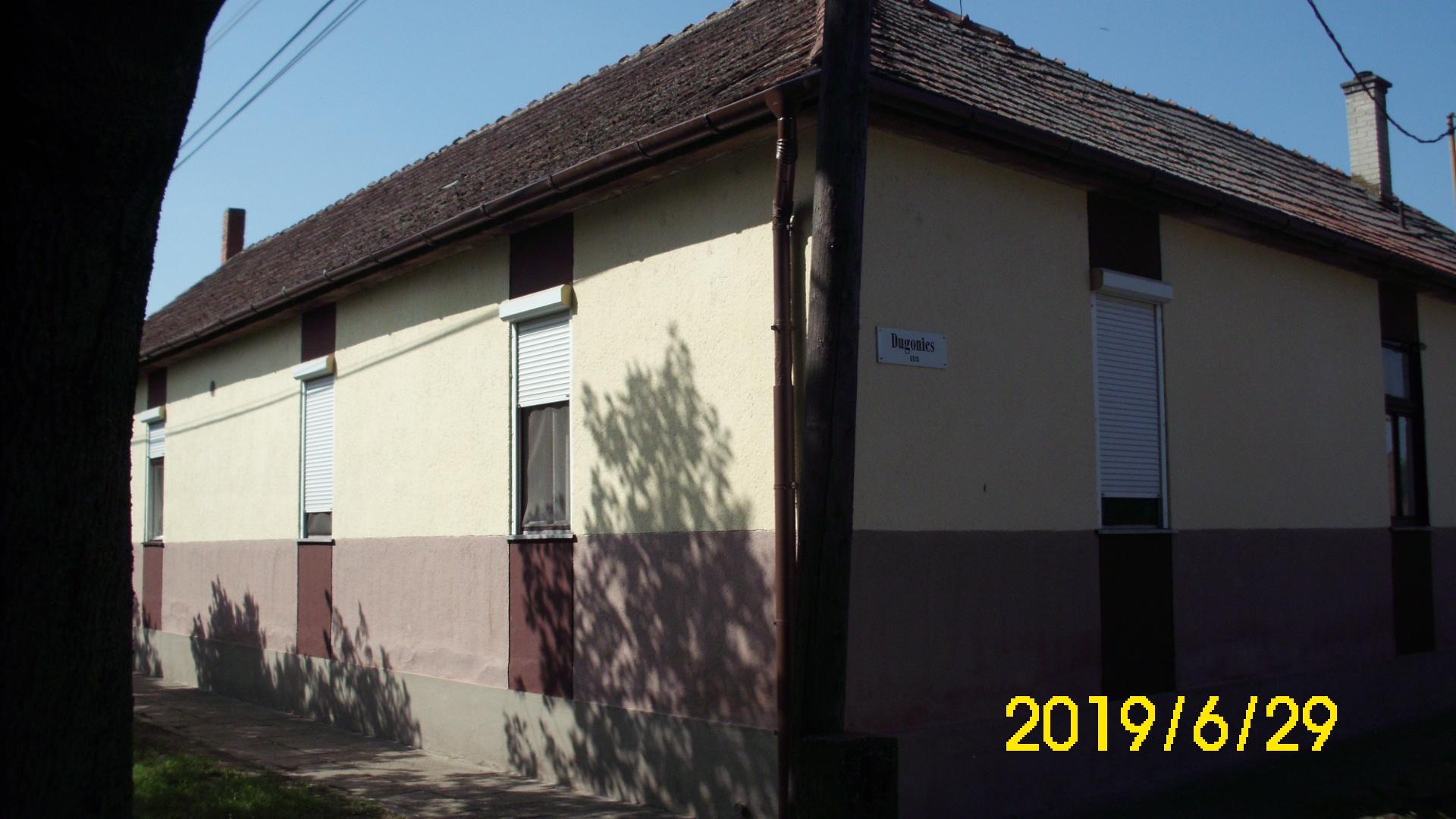 Kiskunhalas, 2 szobás központi fűtése lakás