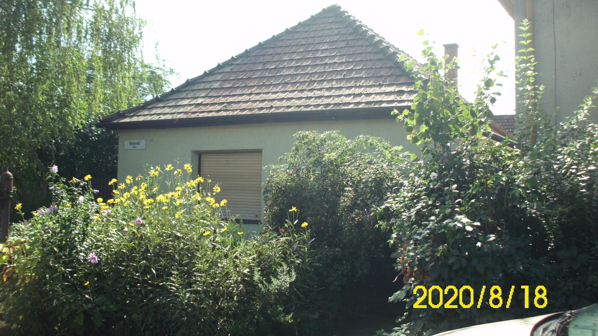 Kiskunhalas Honvéd utcában 2 szobás ház eladó