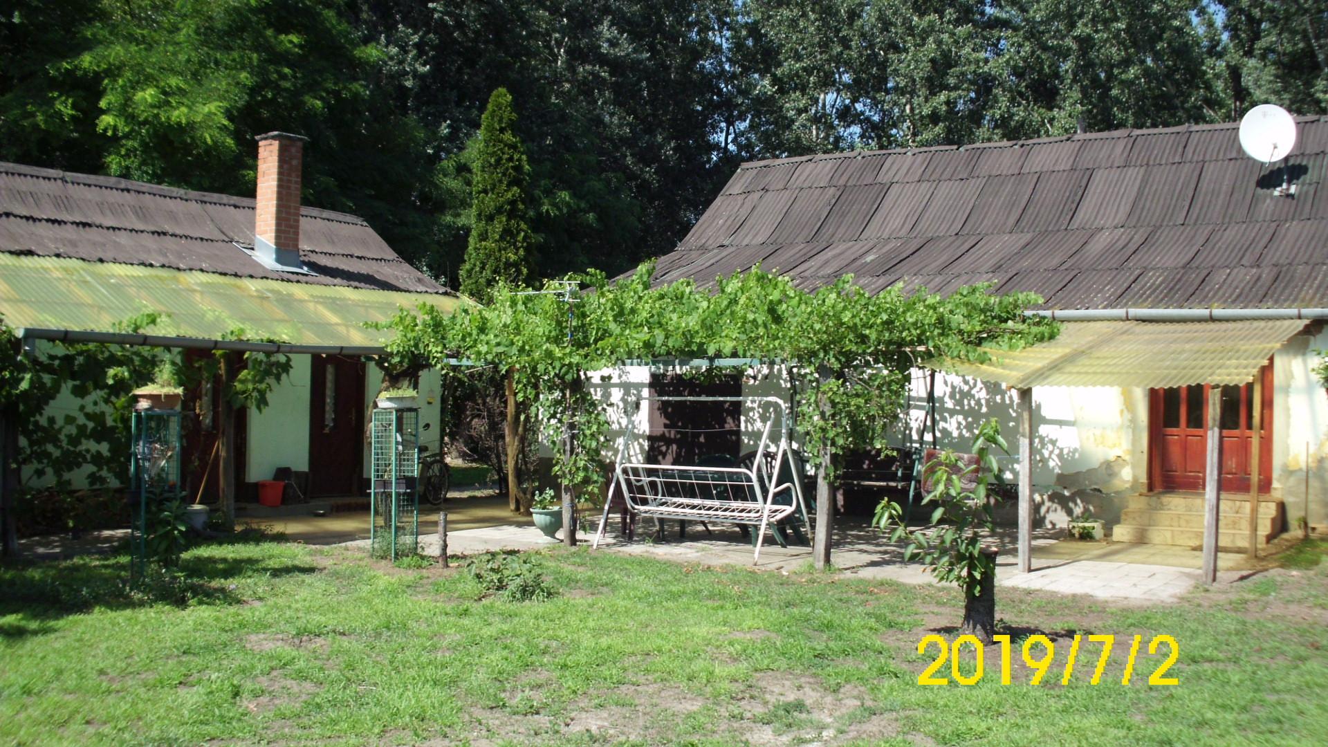 Tompa 2 szobás központi fűtéses tanya