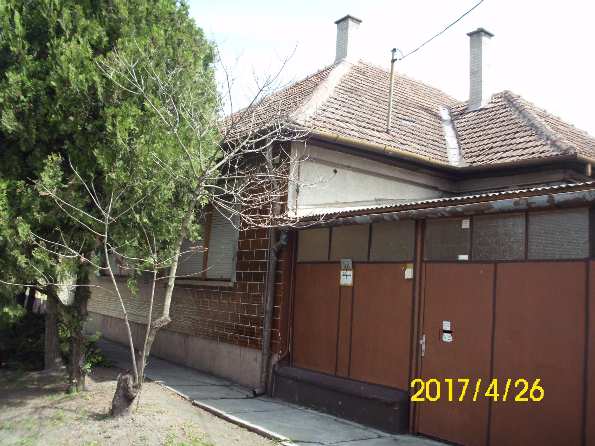 Jó állapotú városközponthoz közeli családi ház.