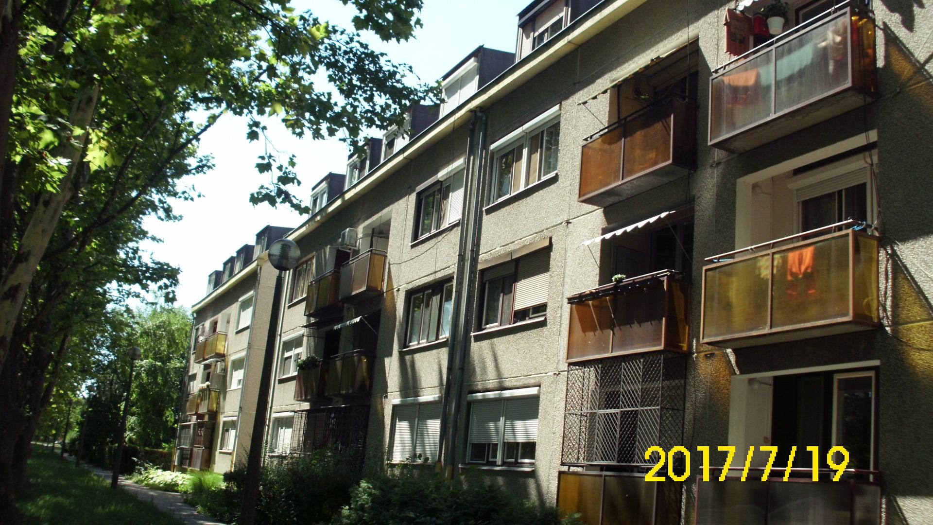 Kiskunhalas, Széchenyi utcában harmadik emeleti 2 szobás lakás