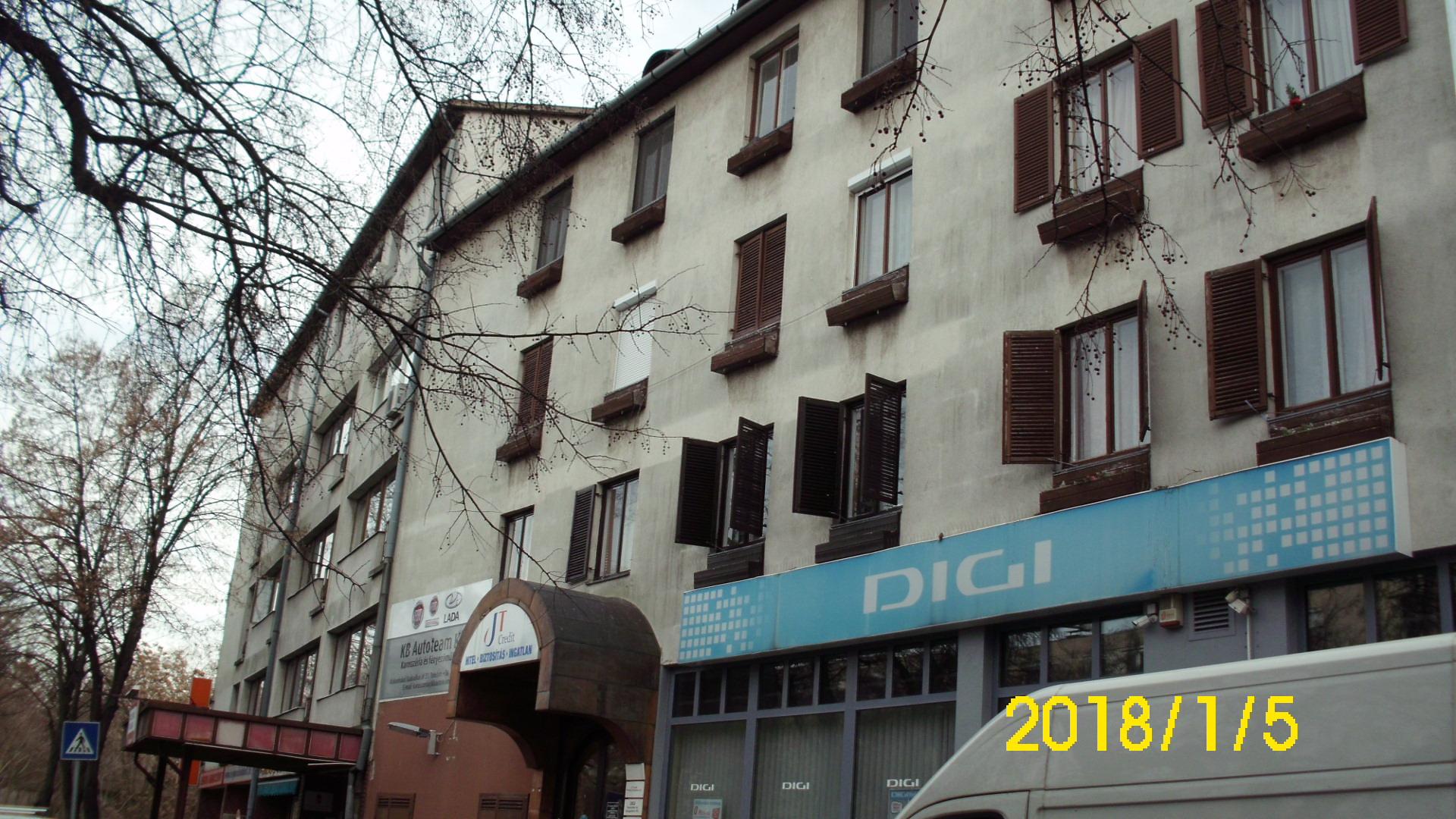 Kiskunhalas, Kossuth u. egyedi fűtésű 3 szobás erkélyes lakás
