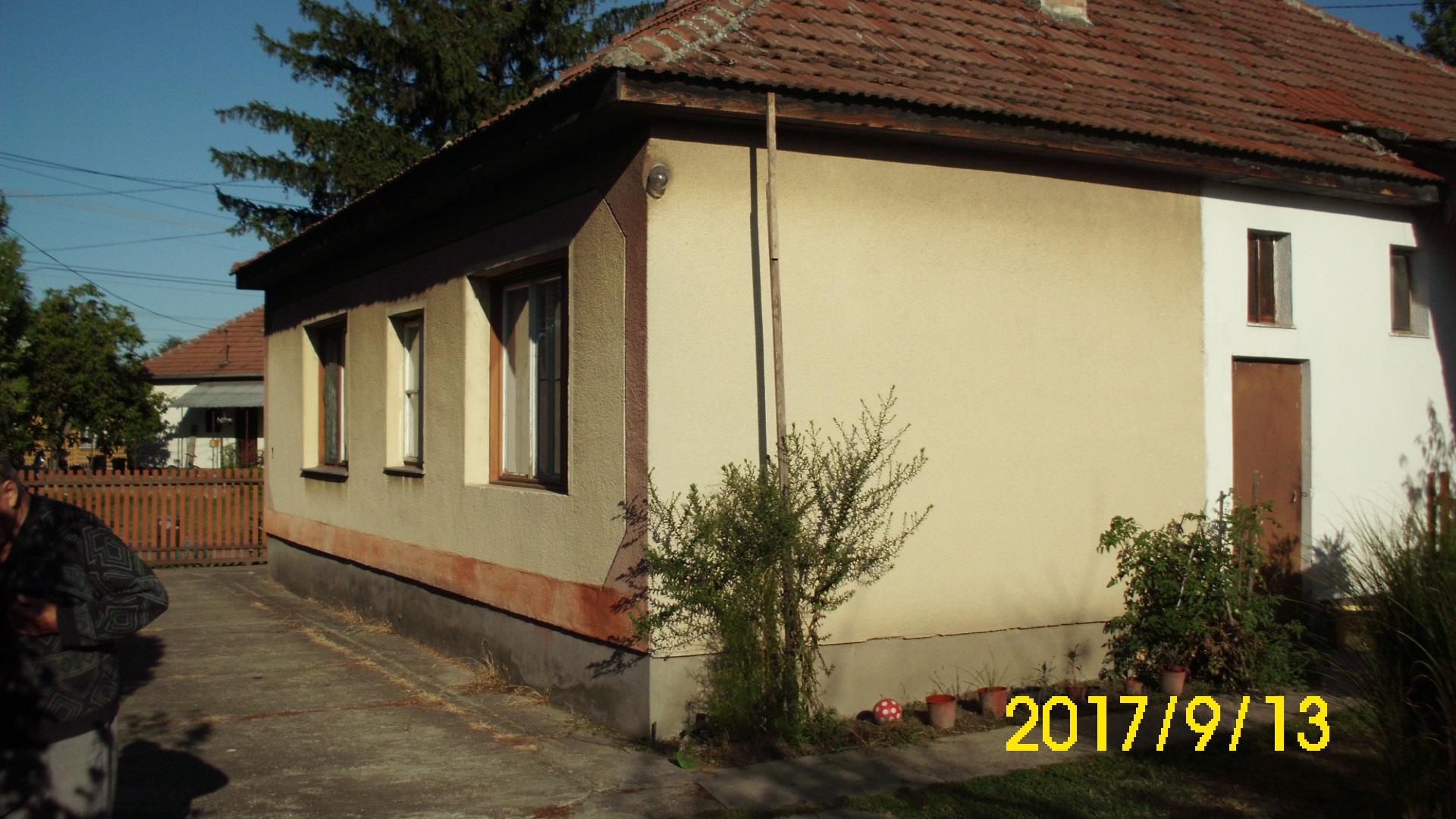 Kiskunhalas, Vadkerti út 4 szobás központi fűtéses családi ház.