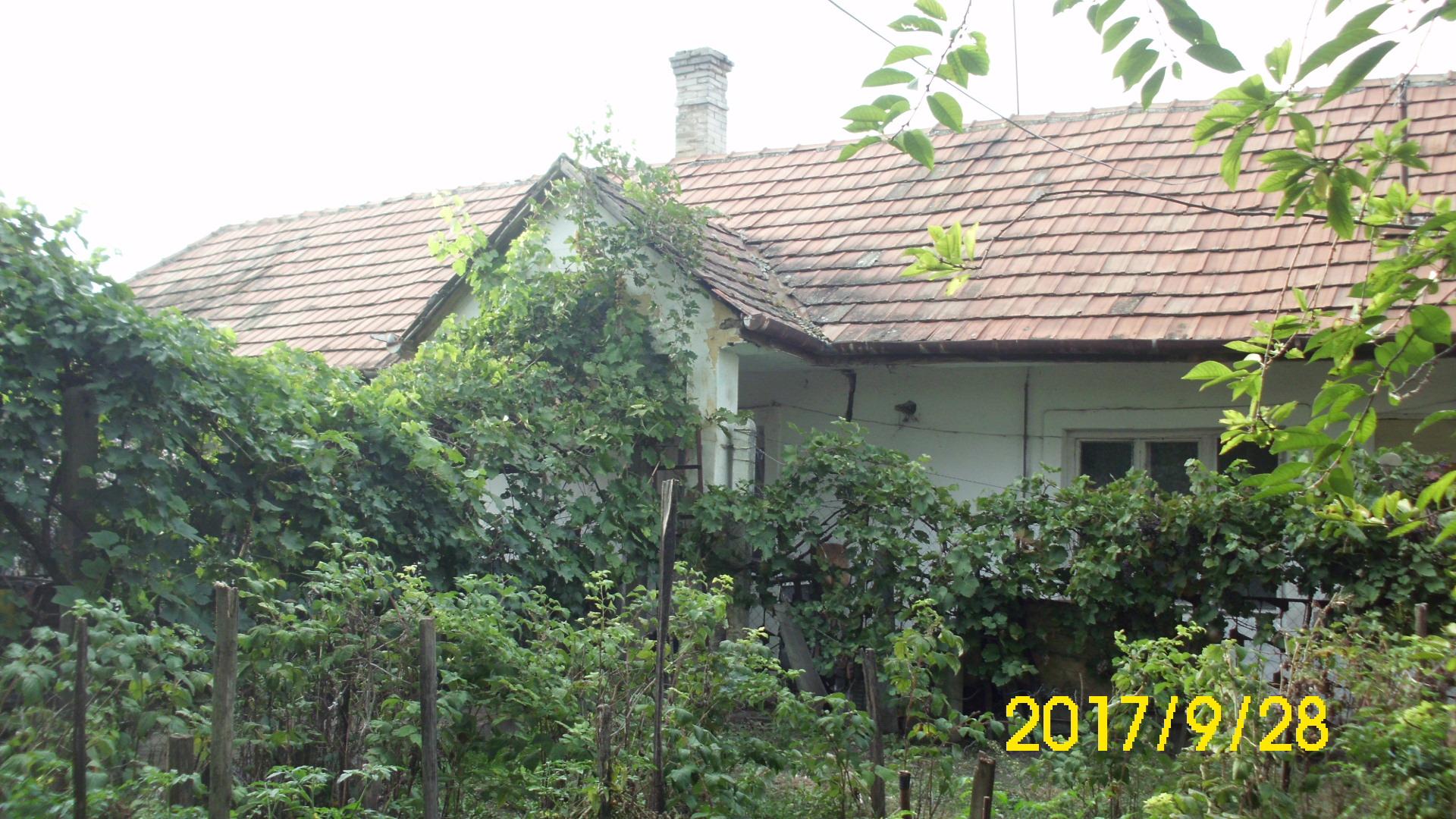 Kiskunhalas, Honvéd utcában 2 szobás lakóház