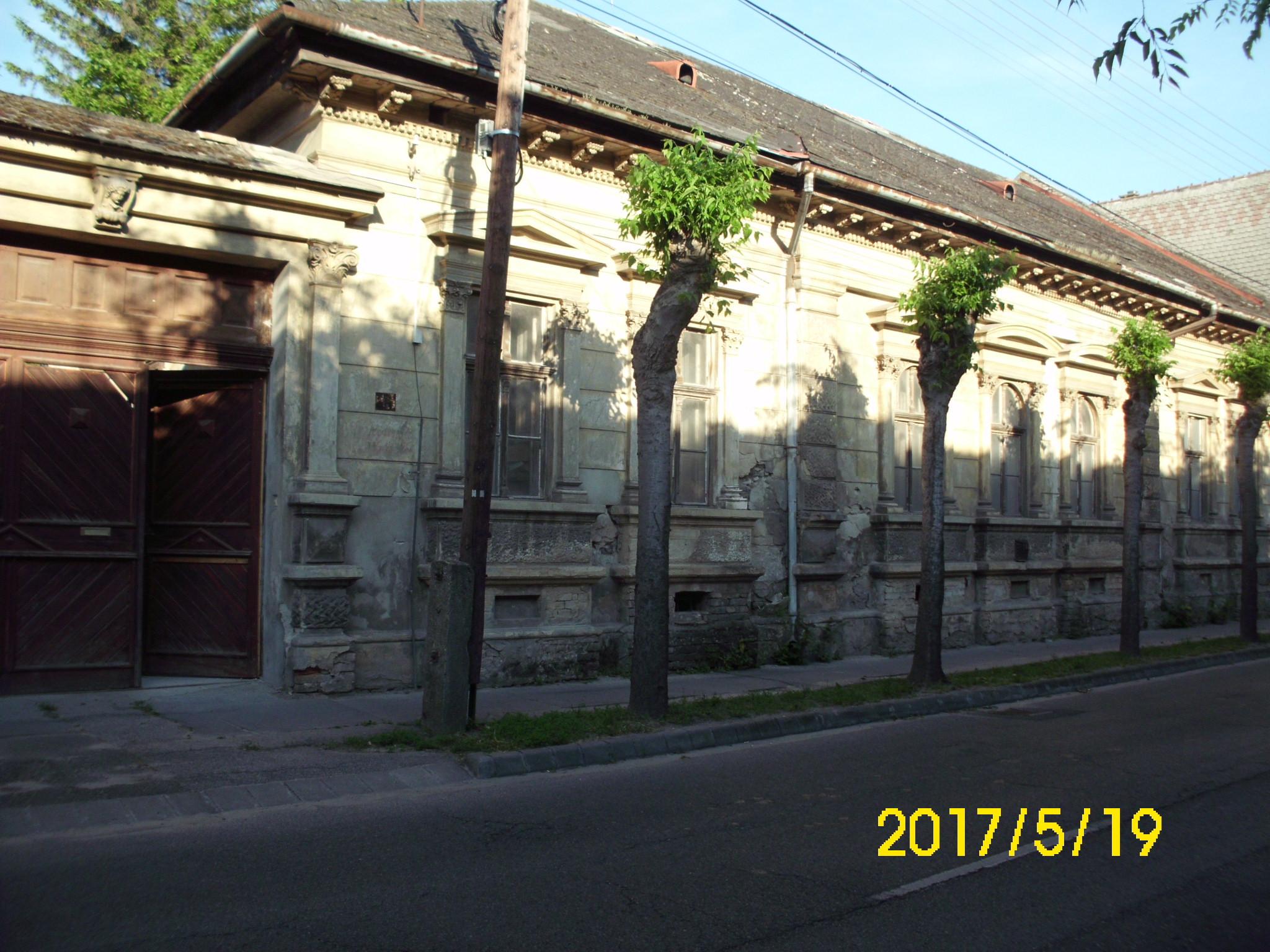 Kiskunhalas, városközpont felújítandó polgári ház 1514 m2 telekkel.