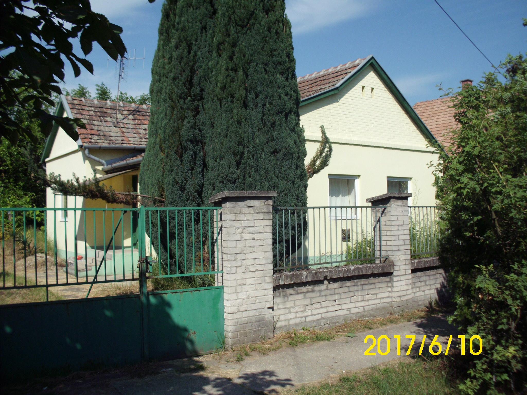 Kunfehértó központjában 4 szobás lakóház