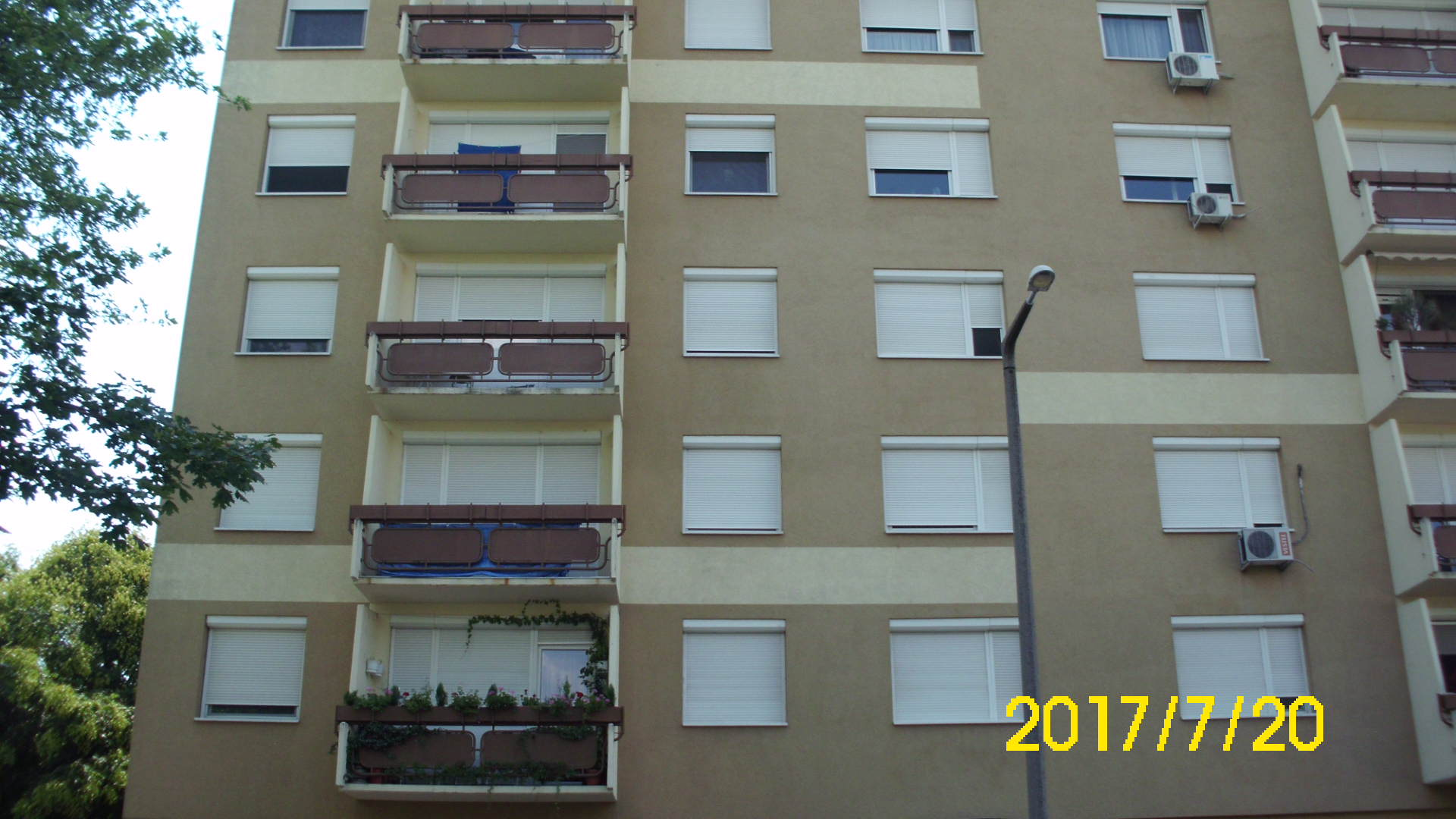 Liftes épületben negyedik emeleti erkélyes kettő szobás lakás