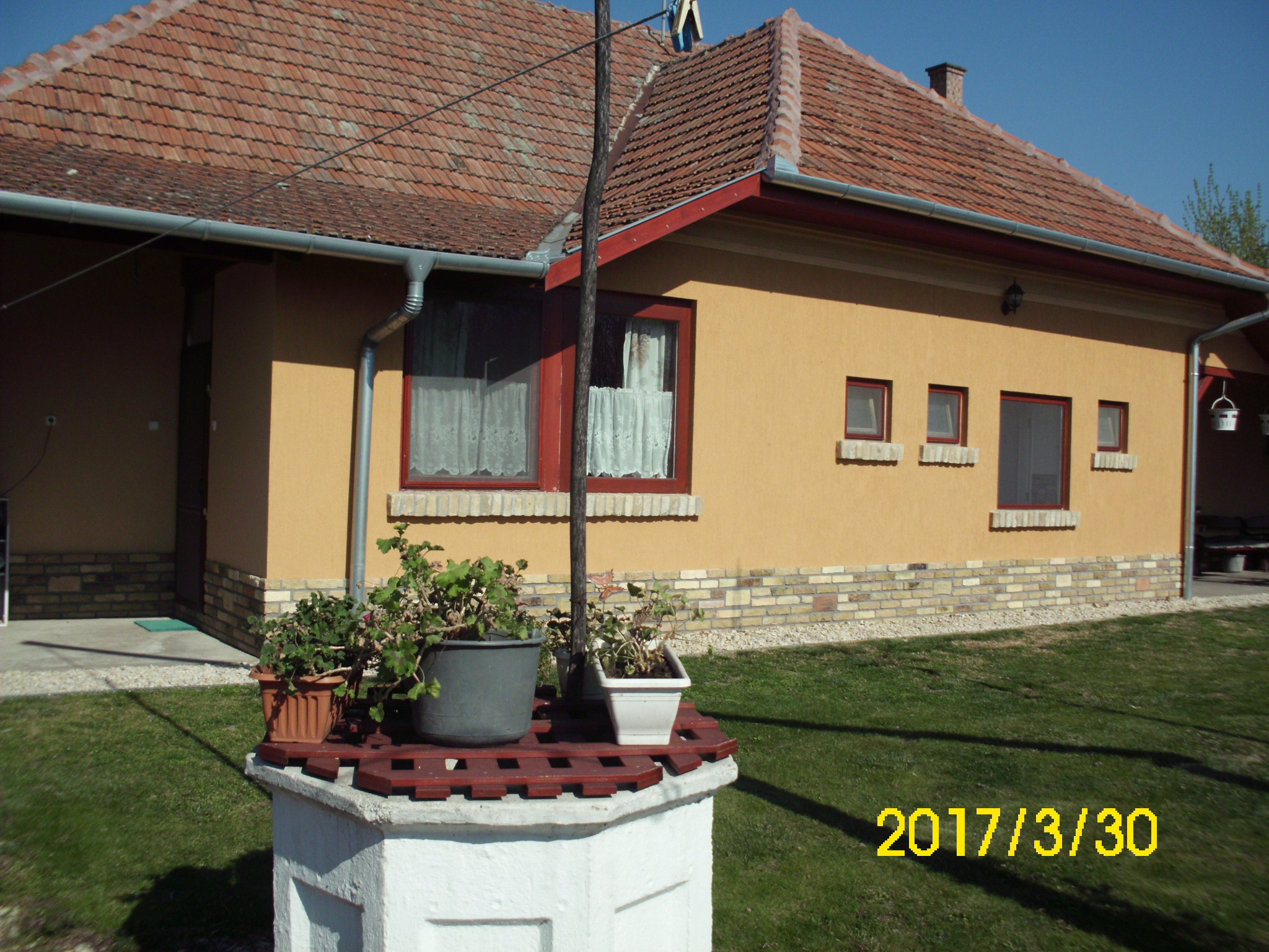 Kiskunhalas, Inoka-Kisteleki részen vendégház konyhával vendégtérrel, nagy pincével.